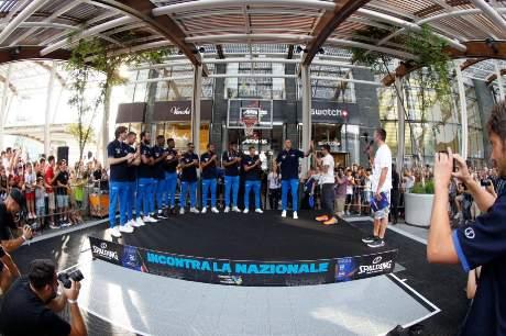 F.I.P.:  gli Azzurri incontrano i tifosi a piazza Gae Aulenti a Milano prima della partenza per la Cina