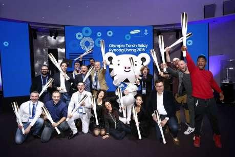 Il gruppo dei tedofori italiani, tra cui due lombardi, a PyeongChang 2018